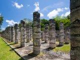 Chichén Itzá, sloupy v chrámu tisíce válečníků