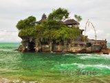 Chrám Tanah Lot u ostrova Bali