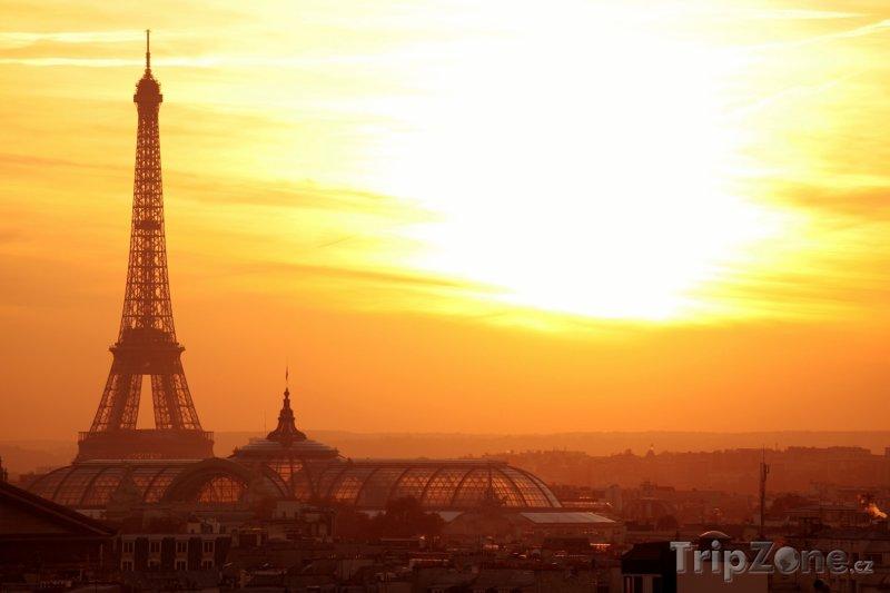 Fotka, Foto Eiffelova věž v západu slunce (Francie)
