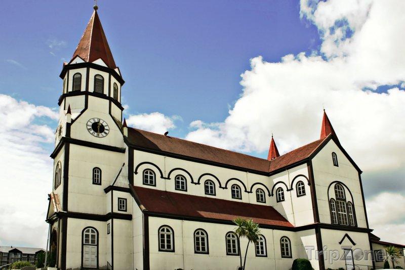 Fotka, Foto Kostel ve městě Puerto Varas (Chile)