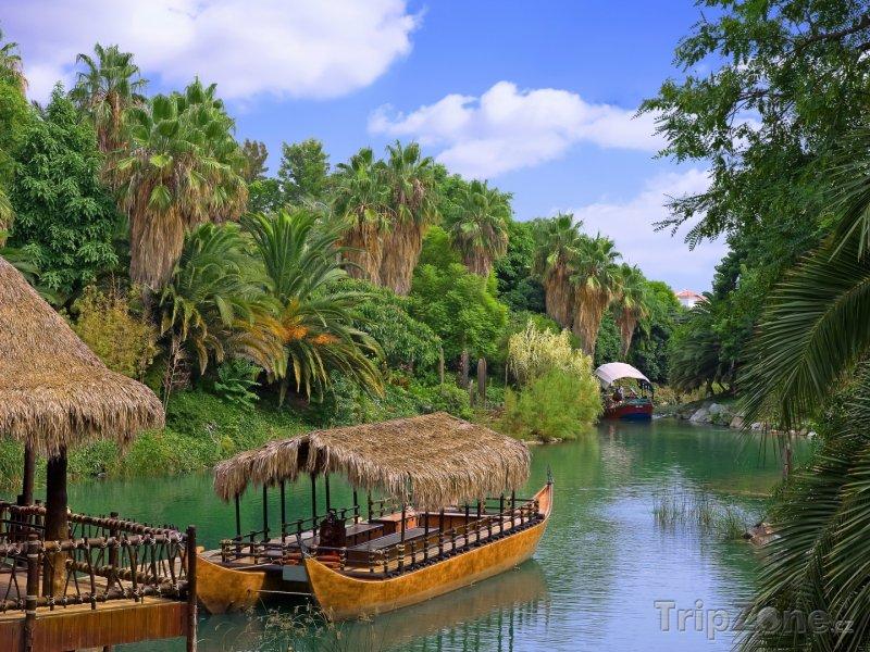 Fotka, Foto Lodě na řece (Francouzská Polynésie)