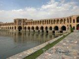 Most 33 oblouků v Isfahánu