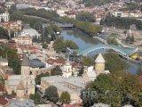 Most Míru přes řeku Kura v Tbilisi