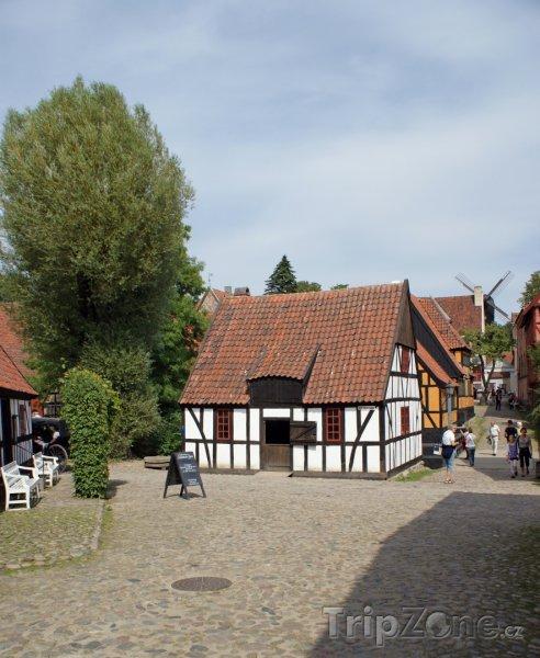 Fotka, Foto Náměstíčko ve skanzenu Den Gamle By (Dánsko)