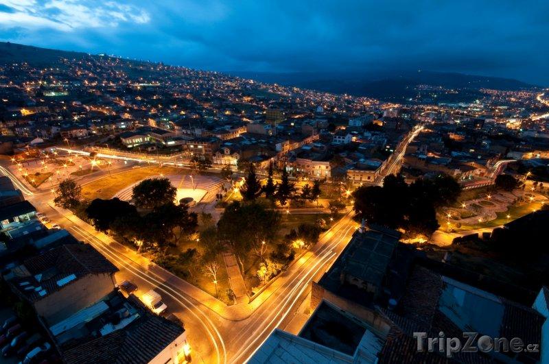 Fotka, Foto Noční město Tunja (Kolumbie)
