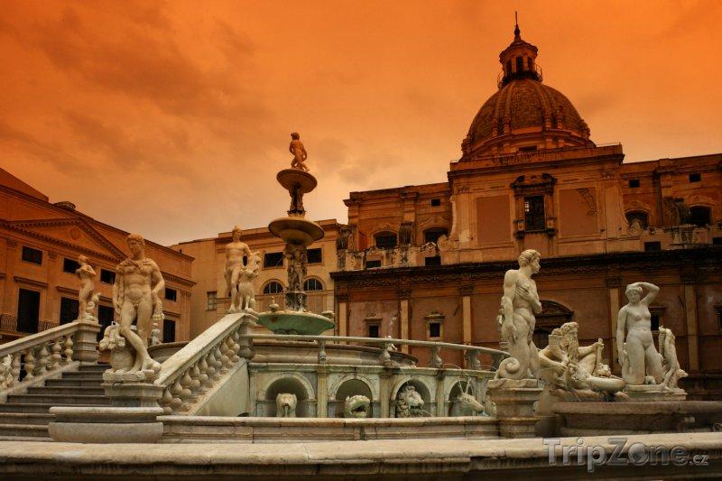 Fotka, Foto Piazza Pretoria v Palermu (Itálie)