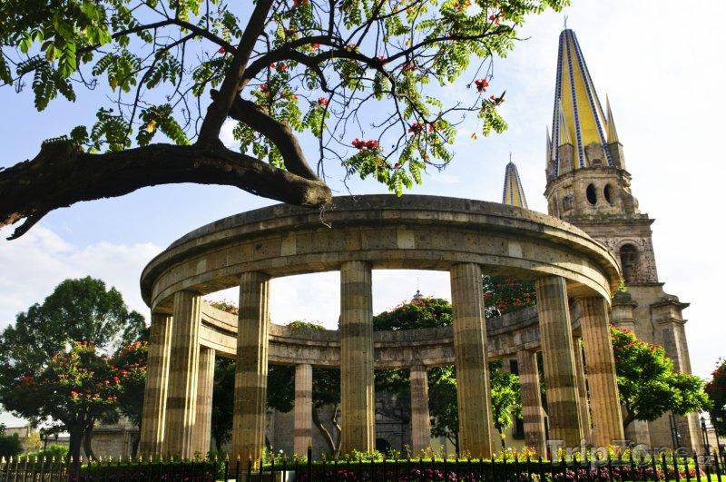 Fotka, Foto Rotunda ve městě Guadalajara (Mexiko)