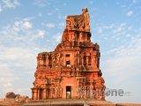 Ruiny u vesnice Hampi
