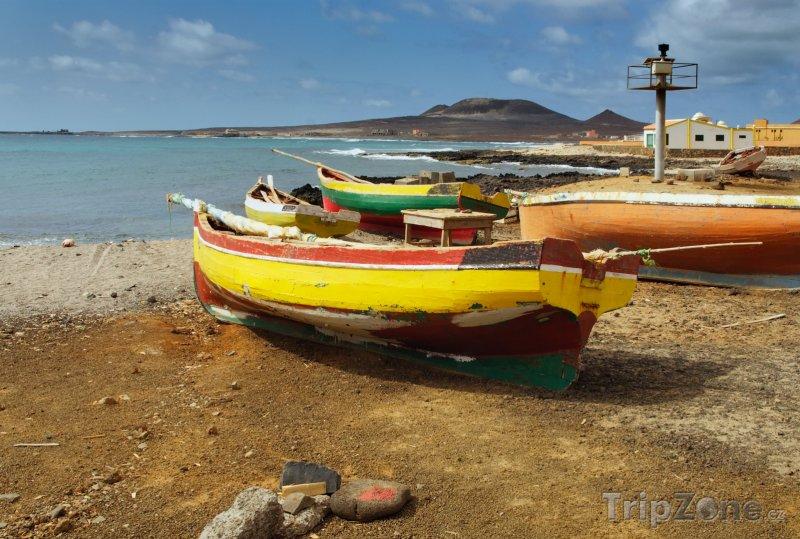 Fotka, Foto Rybářské lodě ve městě São Pedro (Kapverdy)