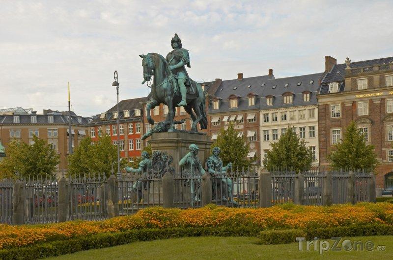 Fotka, Foto Socha na náměstí Kongens Nytorv v Kodani (Dánsko)