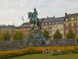 Socha na náměstí Kongens Nytorv v Kodani