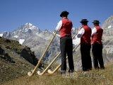 Alpy, trubači na alpské rohy