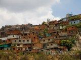 Caracas, domy v chudé čtvrti na okraji města