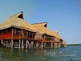 Chatky na moři u města Inhambane