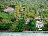 Domy v Roseau Bay