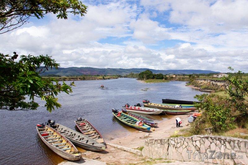 Fotka, Foto Kanoe na břehu v oblasti La Gran Sabana (Venezuela)