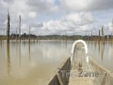 Kanoe u města Brokopondo
