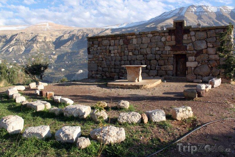 Fotka, Foto Kostel v údolí Kadisha (Libanon)