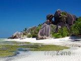 La Digue, skály na pláži Anse Source d'Argent