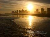 Město Punta del Este v západu slunce