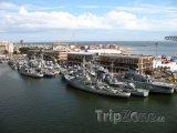 Montevideo, vojenské lodě v přístavu