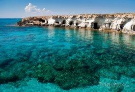 Mořské jeskyně u mysu Cape Greko