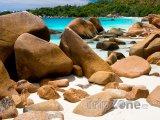 Ostrov Praslin, balvany na pláži Anse Lazio