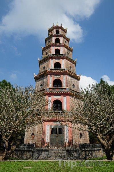 Fotka, Foto Pagoda Thien Mu ve městě Hue (Vietnam)