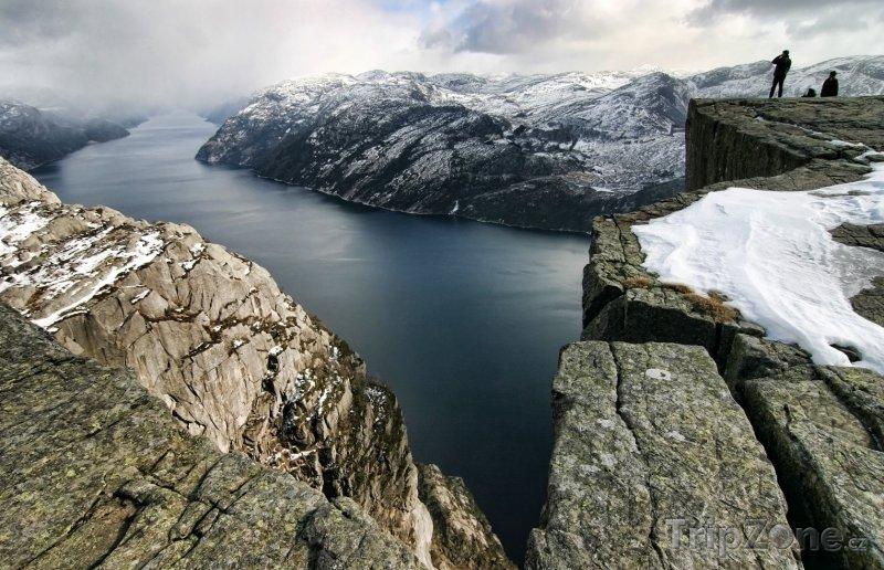 Fotka, Foto Pohled na Lysefjord z hory Kjerag (Norsko)