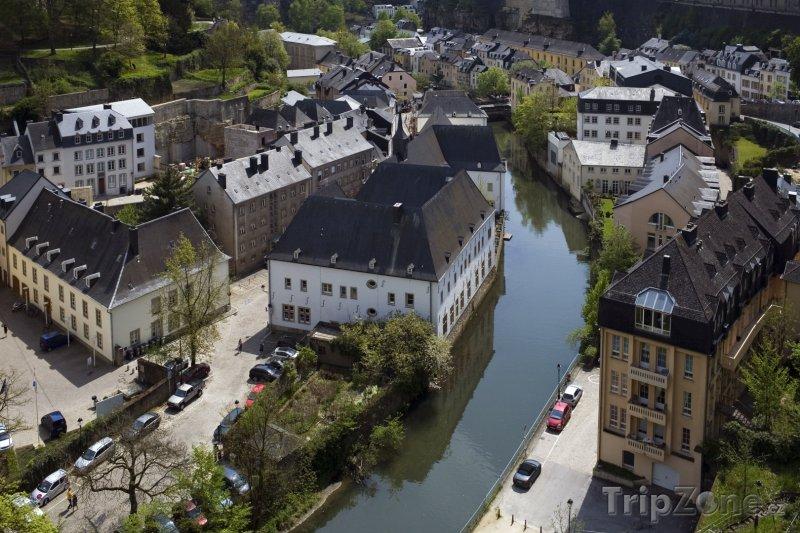 Fotka, Foto Pohled na řeku Alzette (Lucemburk, Lucembursko)