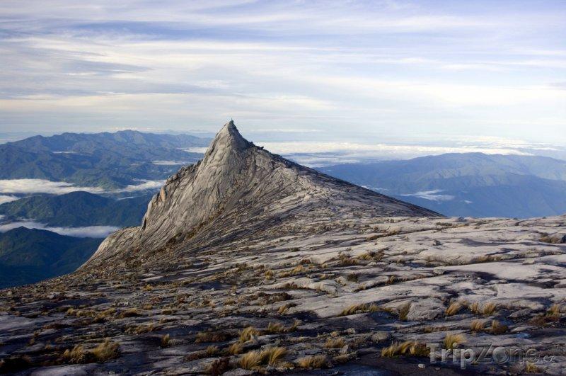Fotka, Foto Pohled na vrchol hory Kinabalu (Malajsie)