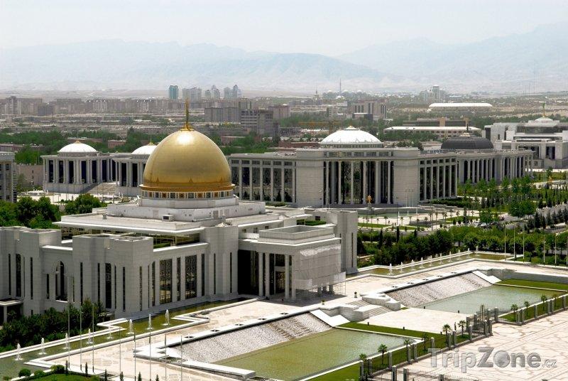 Fotka, Foto Prezidentský palác v Ašchabadu (Turkmenistán)