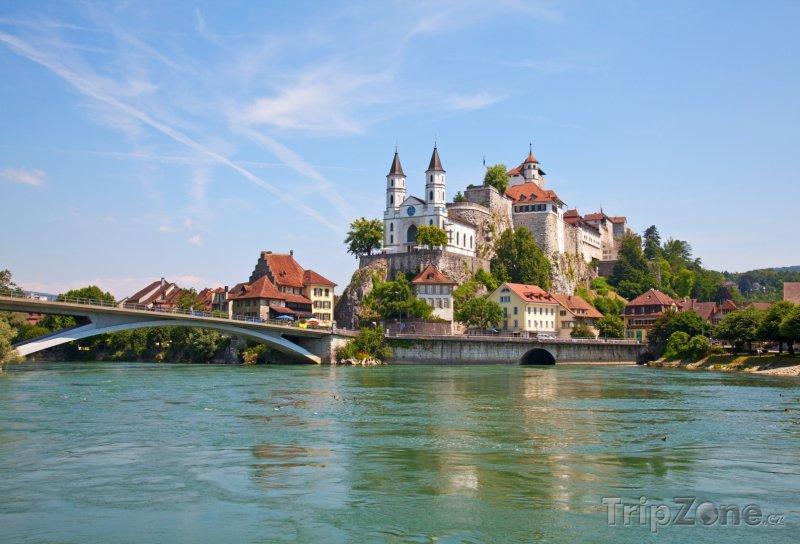 Fotka, Foto Řeka Aara a hrad Aarburg (Švýcarsko)