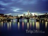 Řeka Mohan v noci