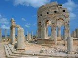 Ruiny tržiště ve starověkém městě Leptis Magna