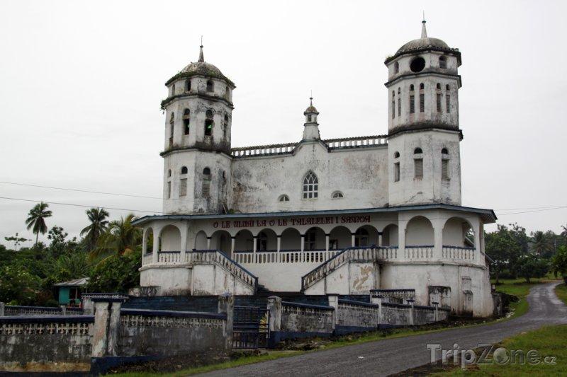 Fotka, Foto Savaii, kostel u silnice (Samoa)