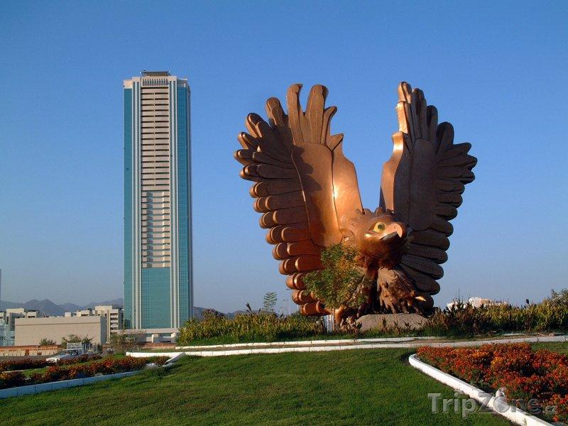 Fotka, Foto Socha orla v emirátu Fudžajra (Spojené arabské emiráty)
