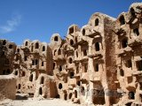 Starověké sýpky ve městě Kabaw