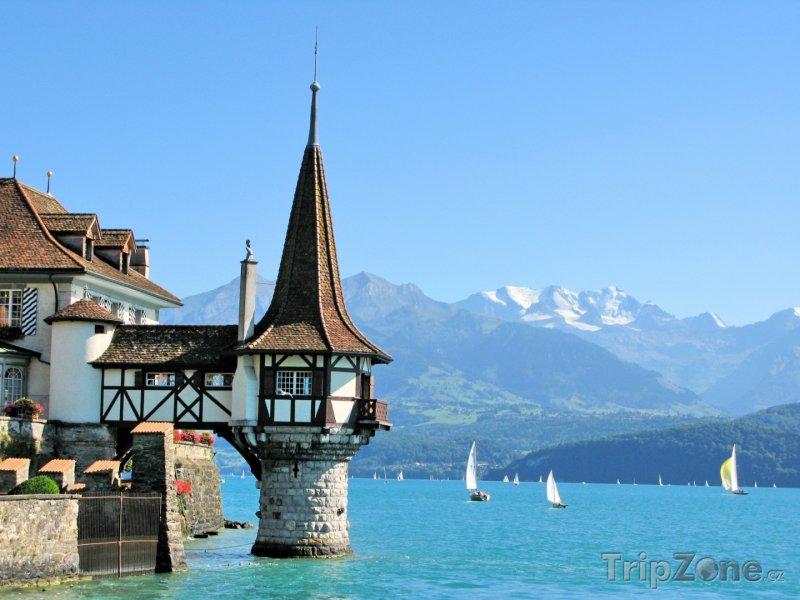 Fotka, Foto Thunské jezero, hrad Oberhofen (Švýcarsko)
