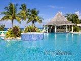 Tobago, bazén u hotelového resortu