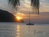 Tobago, západ slunce nad Pirates Bay