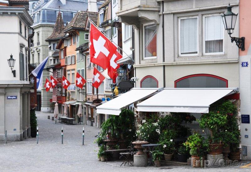 Fotka, Foto Ulička ve staré části Curychu (Švýcarsko)
