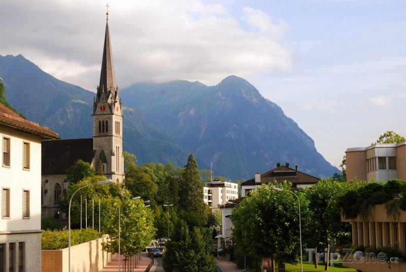 Fotka, Foto Vaduz, katedrála Sv. Florína (Lichtenštejnsko)