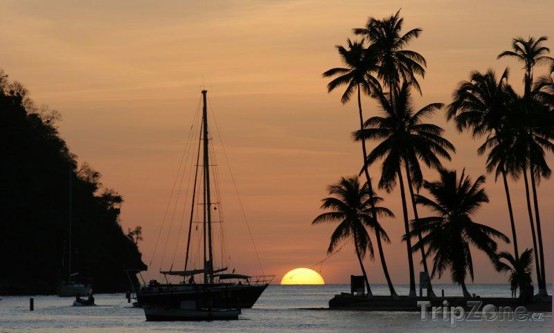Fotka, Foto Západ slunce nad Marigot Bay (Svatá Lucie)