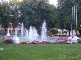 Angol, fontána na náměstí