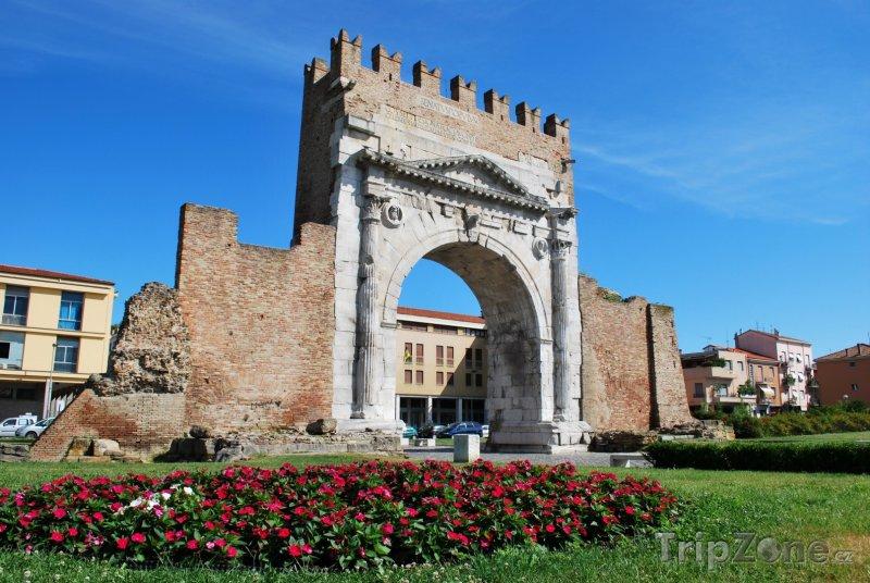 Fotka, Foto Augustova brána v Rimini (Itálie)