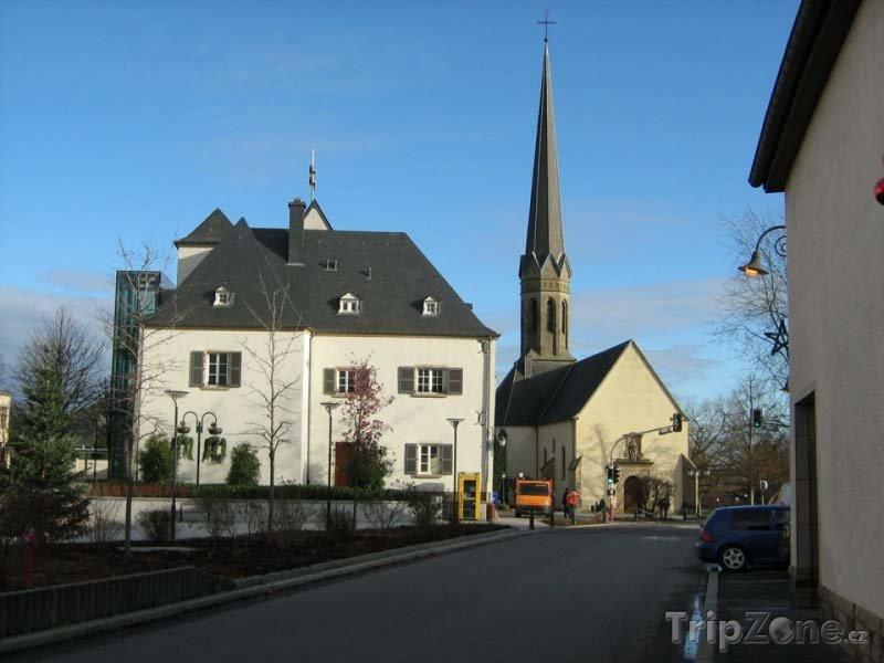 Fotka, Foto Bertrange, kostel v centru města