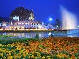 Chrám Royal Flora Ratchaphruek v noci