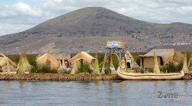 Chýše na břehu ostrova Amantaní