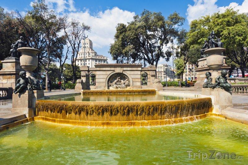 Fotka, Foto Fontána v Nou Barris Central Parku (Barcelona, Španělsko)